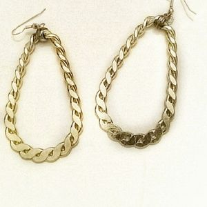 Jewelry - Vintage gold toned earrings